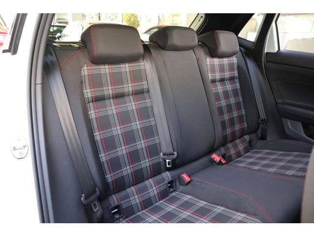 内装シートもとても丁寧に使用されていました。許容の範囲の使用感はあるものの綺麗です。フロントには運転席・助手席エアバッグ・サイドエアバッグ・カーテンエアバッグ等を標準装備。