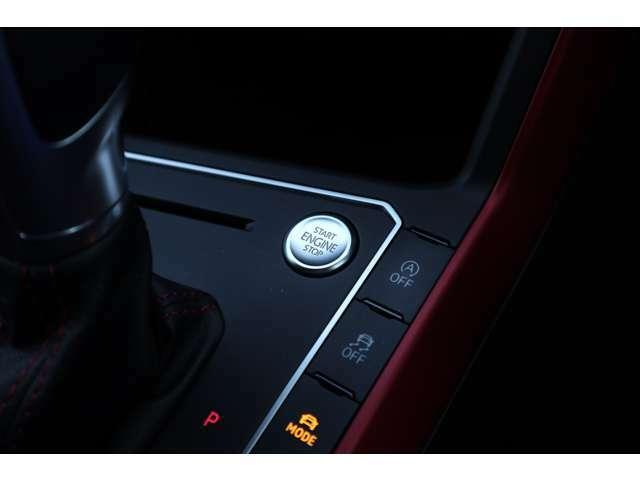 ■キーレスアクセス■ポケットやカバンにキーを入れたまま、ドアハンドルに手をかけるだけでロックを解除。そして、煩雑なキー操作なしでボタンひとつでエンジンを始動できます。