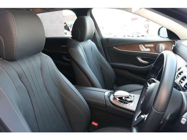 綺麗な状態を保持したブラックナッパレザーシート!前席にはシートヒーター、ベンチレーションシート、メモリー機能付きパワーシート&ランバーサポートが採用されており、快適なドライブをお楽しみ頂けます。