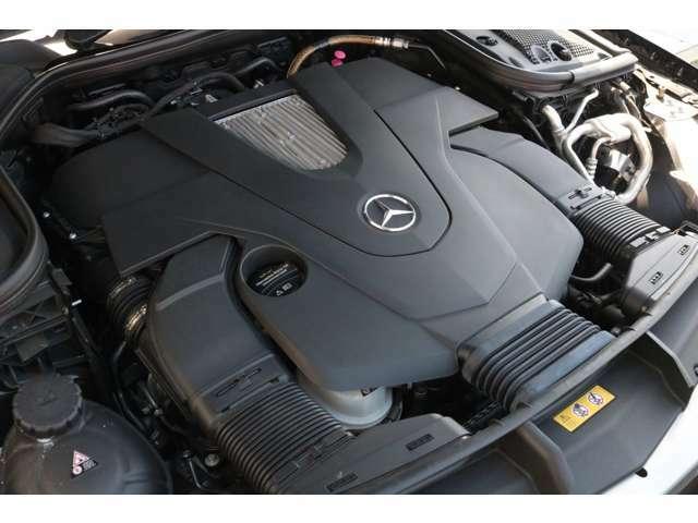 心臓部には3,000cc 直列4気筒DOHCターボエンジンを搭載し、カタログ値194馬力を発生させます!環境性能にも優れ燃費効率を向上させるECOスタート&ストップ機能を搭載!