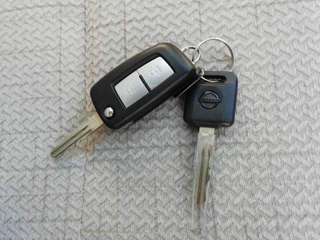 キーレス!鍵を挿すことなくドアロックを開閉する事が可能です!荷物が多い時や雨天時は大変重宝します!