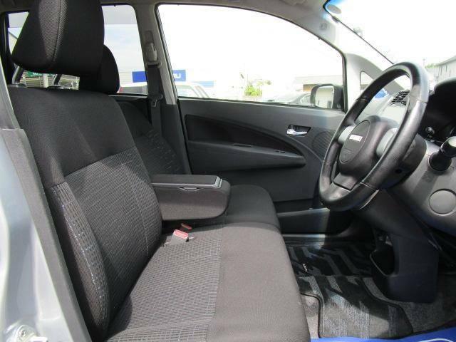 ドアが大きく開きます。しかも乗り降りのしやすいシート高です。