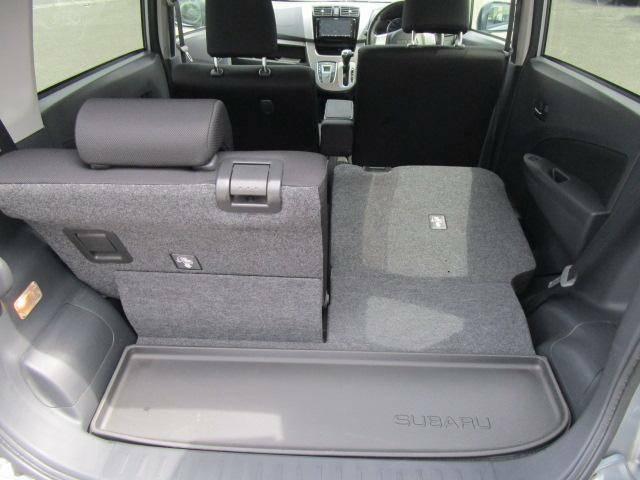 荷室は後部座席をスライドさせると大きな荷物も楽々載せられます!