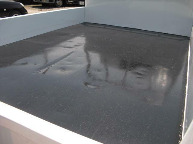 荷台底もシッカリと塗装済ですので、気持ち良く使用できます
