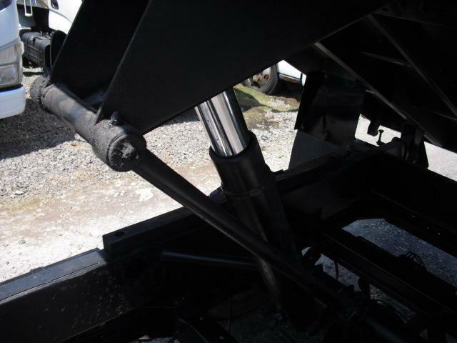 荷台可動の主要部ホイストシリンダーもオイル漏れなど無くスムーズに動作します