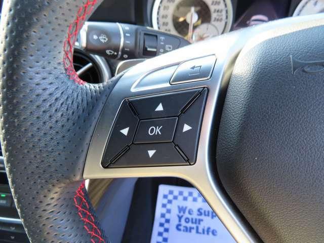 視線移動せずにオーディオ等の操作が可能なステアリングスイッチです!ハンズフリーで通話も可能です!
