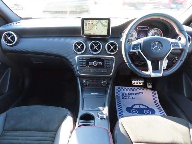 黒で統一された車内は収納スペースもとっても豊富!微細なシート調節もでき、移住性が高いです!!