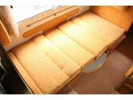 ダイネットベッドは195cm×95cm大人1名子供1名就寝可能なベッサイズ☆