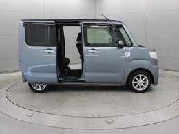 両側パワースライドドアが採用され、ドアの開閉や乗り降りなどがしやすく便利です。
