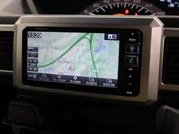 安全を考慮し、視線移動の少ない位置にセットされたアルパインのメモリーナビ!CD、DVDビデオ、フルセグTVに対応しています。