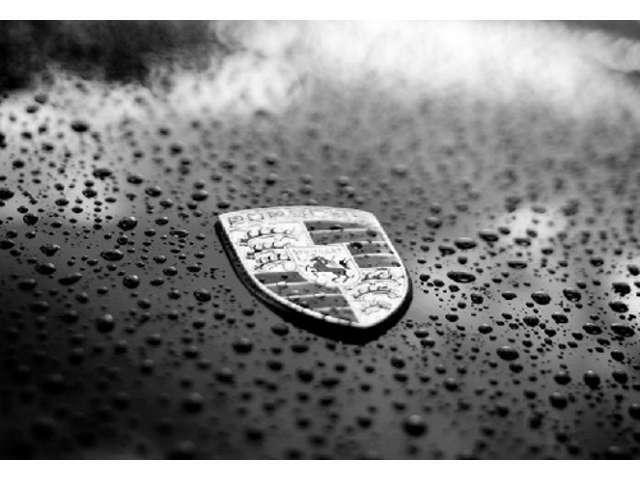 Bプラン画像:ガラス系の特徴である透明感のあるクリスタルな輝きを演出します。汚れ、雨ジミ、色褪せなどを防ぐ力は、群を抜いています。
