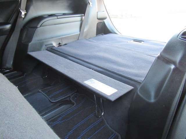 サードシート足元もこの様にアレンジできるのでフラット部分を広げられます☆