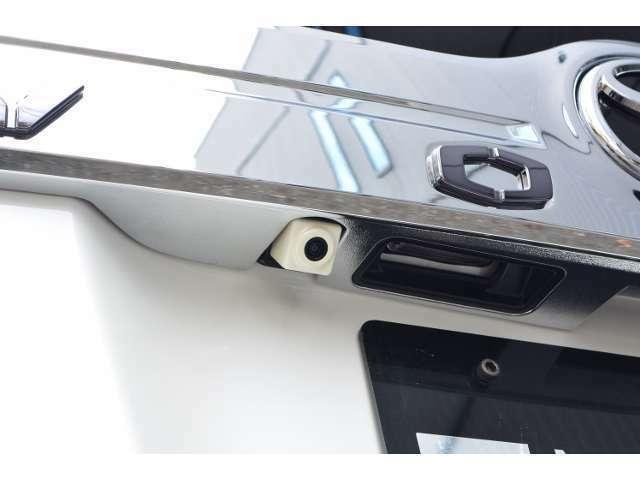Aプラン画像:バックカメラも車種専用取り付けキットを使用するので純正と見間違うほどスッキリ収まります!