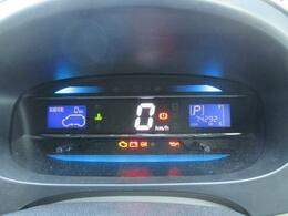 デジタル表示でとても見やすいスピードメーターです。