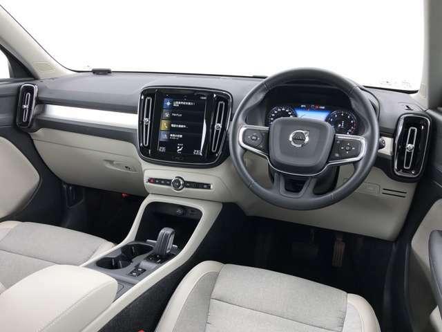 キャビンには上質なシートを備え、すべての乗員が快適な移動時間を過ごすことができる空間です。インテリアはクリーンで整然としたデザインにより、美しさと機能性を両立しました。