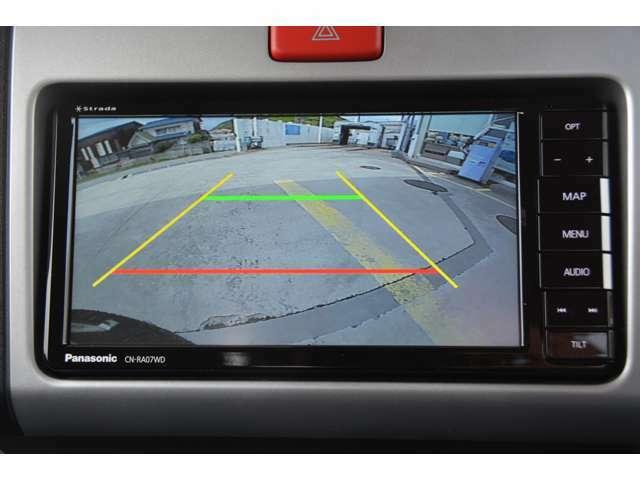 ハイゼットトラック用のナビ連動バックモニターを追加します。ガイドラインも表示され、車庫入れ楽々です。