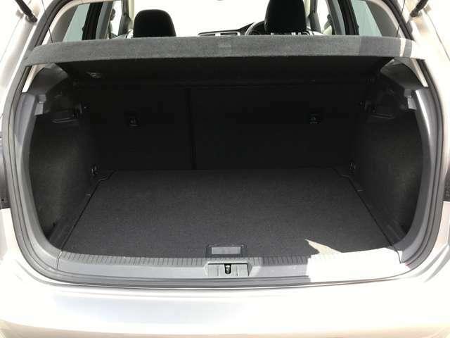 380Lのトランク容量を確保!ゴルフバックだってスーツケースだって楽々乗せられるGolf!