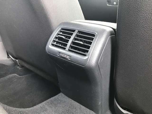後席のエアコン吹き出し口はこちらに。きれいな空気がこちらからも車内全体に広がります。。
