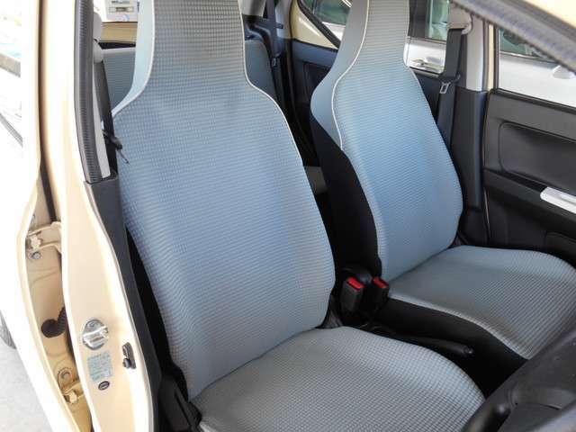 運転席からの画像です。内装もキレイに使用されてます。