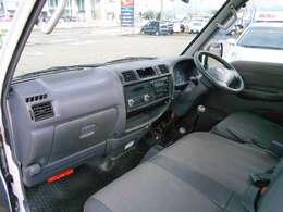 助手席の様子です!運転席にエアバックがついていますので安心安全です。