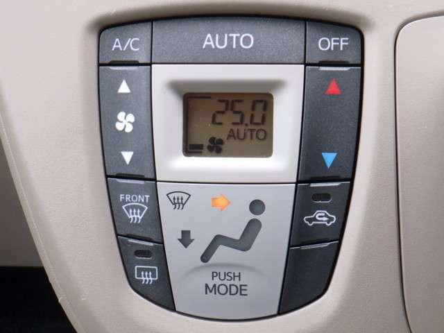オートエアコンを装備しているので、温度さえ設定しておけば、風向風量を自動調整してくれます。操作の機会が減るので取っても安心な装備ですよね!