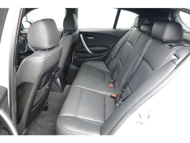 リヤシートの居住性も十分にあります!便利なスポーツカーです!