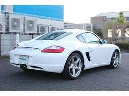 ボディーサイズは、長さ434cm・幅180cm・高さ129cm!車重1.390kg!