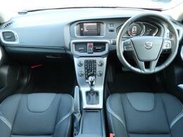 2019年モデルV40T3タックエディションをご紹介♪LEDヘッドライト搭載、パッションレの外装に黒色の内装となっております。安全装備はもちろん、快適装備も充実しておりますので、是非一度ご覧ください!