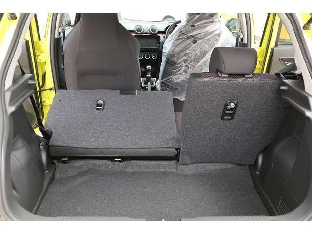 荷室容量は5名乗車時で265L6対4分割可倒式リアシートライフスタイルに合わせ積載できます。
