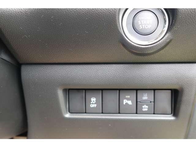 走行中に、単眼カメラが認識した走行速度、はみだし通行禁止の標識を標識通過後にメーター内に表示し、お知らせします。