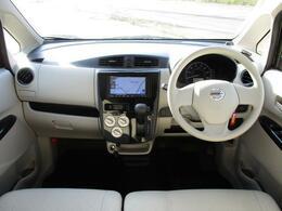 付属品は、エマージェンシーブレーキ、社外ナビ、ETC、キーレス、プライバシーガラス、シートヒーター。