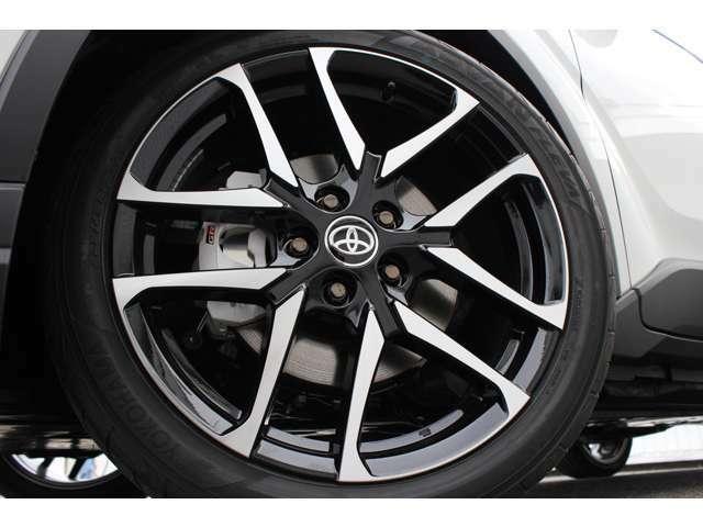 GR専用デザインの19インチアルミホイールを装備してます。タイヤサイズは225/45R19です。