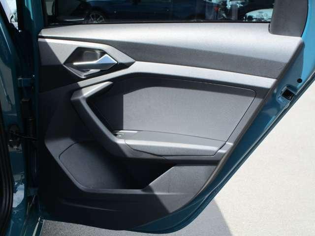 シンプルな内装でも剛性感は輸入車ならでは!