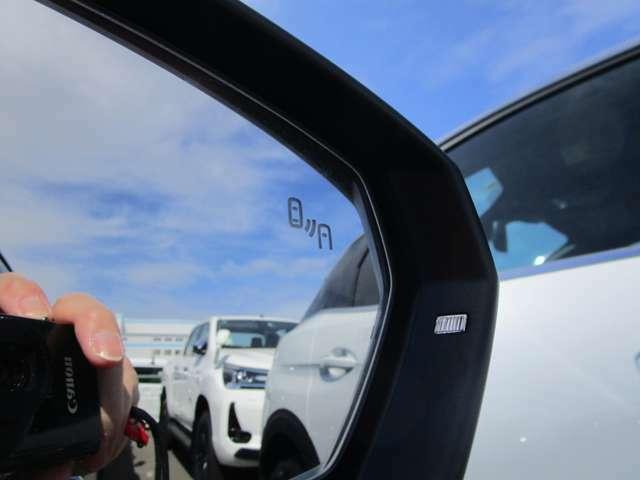 ブラインドスポットモニターで車線変更時の危険を通知!