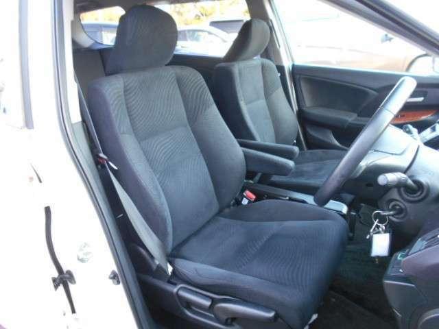 フロントシートです☆黒のシートカラーで汚れが目立ちにくいです!掃除もとてもラクですよ♪
