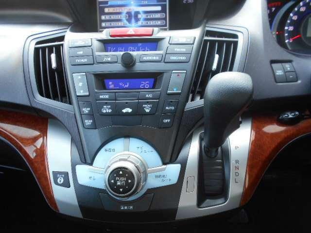 オートエアコンなので温度だけあわせていれば、室内は快適温度に!燃費も向上しますよ♪