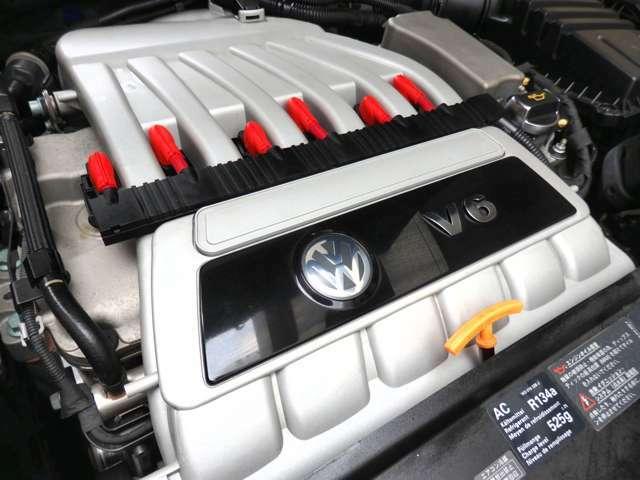 (トルクフルで迫力ある官能的な吹け上がりがたまらない…3.2リットル挟角V型6気筒DOHC24バルブ自然エンジン。)1.6トン弱の巨体を軽々と走らせてくれる強靭なパワーとパフォーマンスに驚かされます。