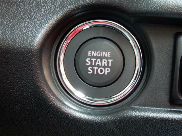 ボタンを押すだけでエンジン始動!わざわざカギを取り出さなくても大丈夫♪手間がはぶけて楽チン♪