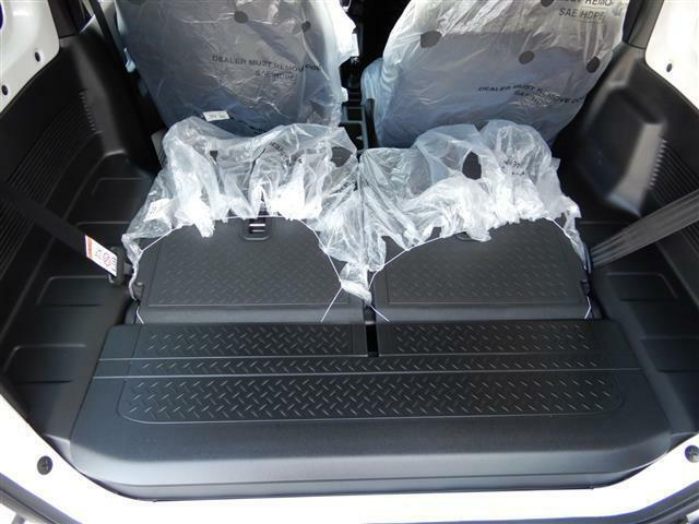 リヤシートを倒せば荷室スペースが拡張!アウトドア用品も楽々収納できますよ♪