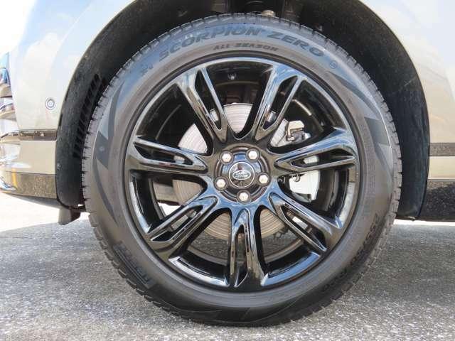 【20インチStyle7014アロイホイール(グロスブラック仕上げ) メーカーオプション参考価格¥204,000-.】PIRELLI製オールシーズンタイヤを装着します!