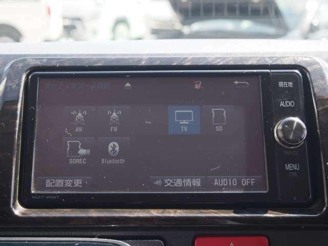 純正SDナビも装備しています!ナビがあれば知らない道やお出かけの際にも安心です!フルセグTVの視聴も可能です!同乗車の方にもゆったりと移動して頂ける装備が充実しているのも嬉しいですね!