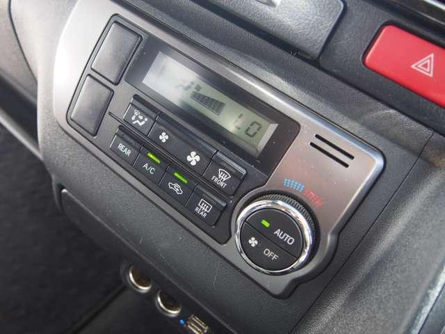 あると便利なオートエアコンも完備しています!室温にあわせて空調を効かせてくれるので運転中の操作のわずらわしさを感じさせません!設定温度や風量もすぐにわかる液晶パネルも見やすいですよ!