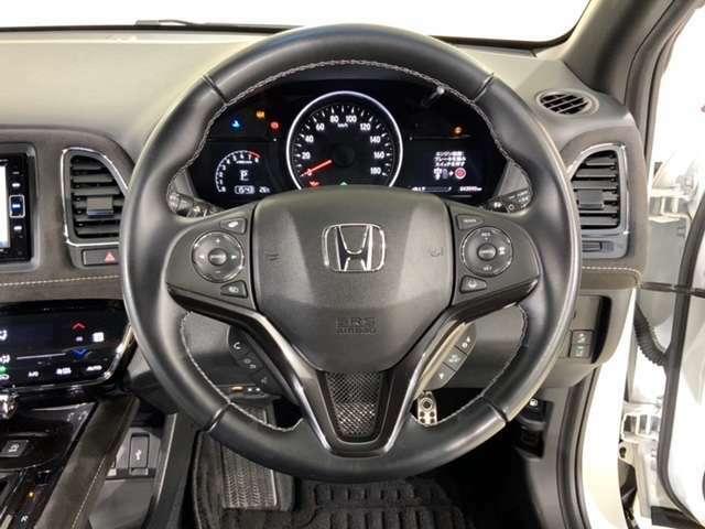 ハンドルスイッチで、走行中もハンドルから手を離すことなく、安全にオーディオをコントロールできます。クルーズコントロールで、高速道路を走行時の負担を軽減します。