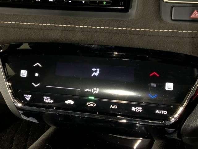 運転席&助手席シートヒーター付で、寒い日も快適です。静電式タッチパネルを採用したフルオートエアコンディショナーを装備。