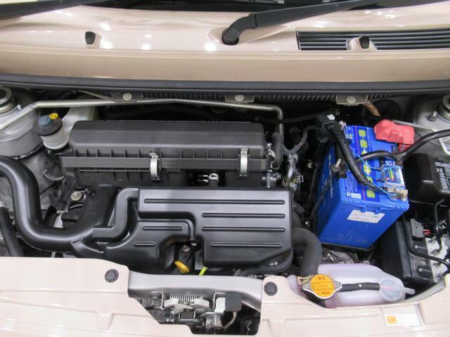 ダイハツのお店では、ダイハツ車を知り尽くしたプロフェッショナルが、専用の診断機器を使って各システムを点検。