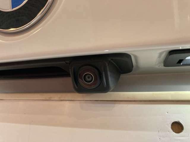 【360°ビューモニター】クルマの真上から見ているかのような映像が見れるので、駐車が苦手な方には特に°うれしい装備です♪