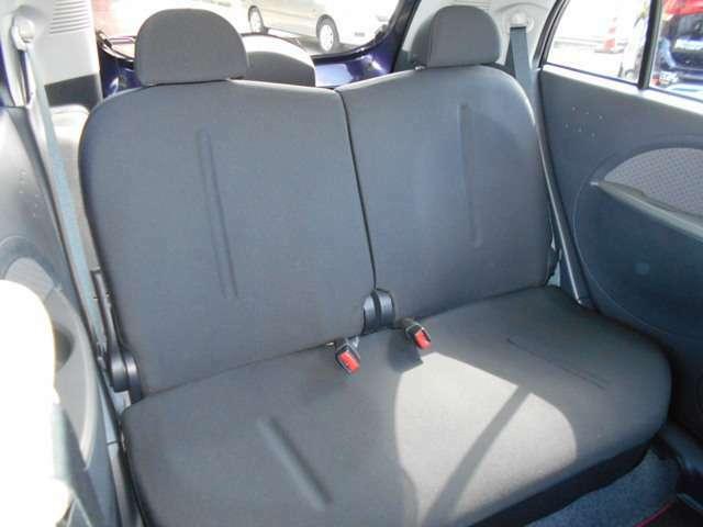 後席の快適性を高めるリクライニング機構で、載せる物の状況に合わせて自由にアレンジ出来ます!