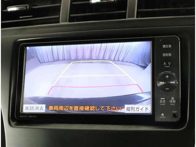 【バックモニター】 シフトをRに入れるとナビの画面が切り替わり後方の確認ができます。駐車の際に後ろの幅を確認できる安心の装備!