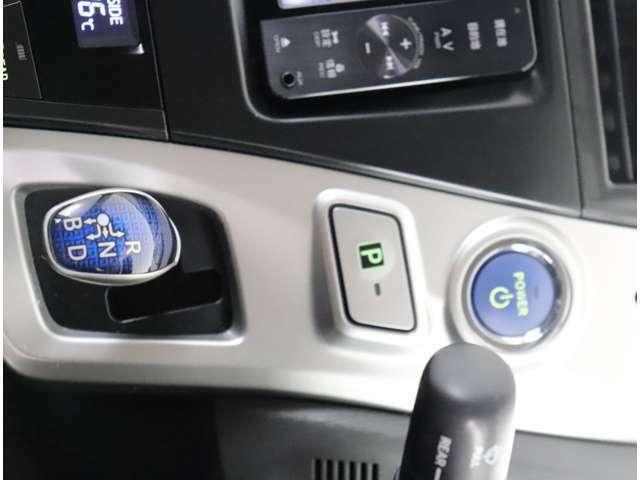 【エンジンスイッチ】 プッシュ式エンジンスタート!スマートキーはポケットやカバンの中にあってもワンプッシュするだけでエンジンの始動ができる便利な機能です!