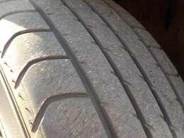 タイヤ残り溝あります